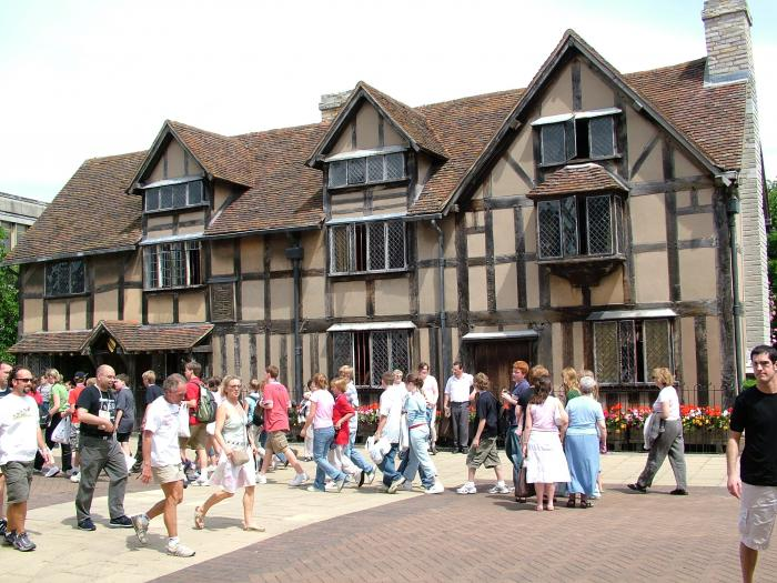 A Busy Henley Street Outside The Birthplace